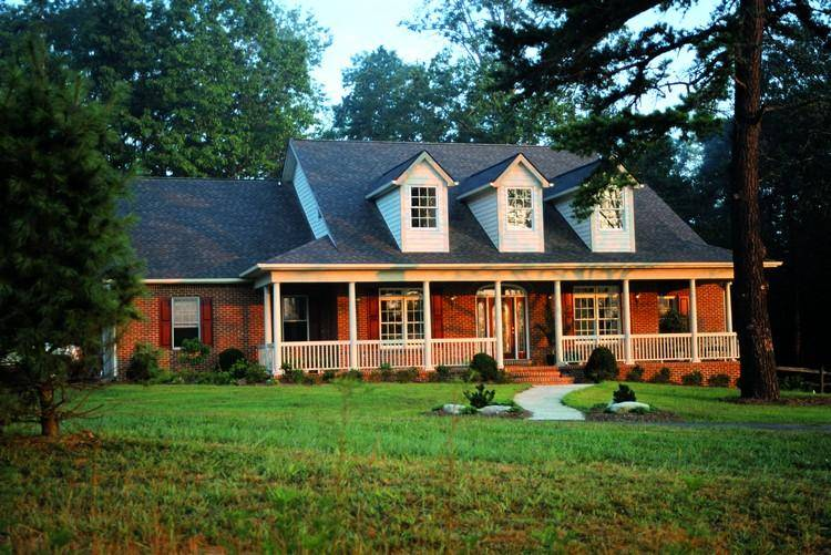Complement your farmhouse house plan with these furniture for Farmhouse house plans