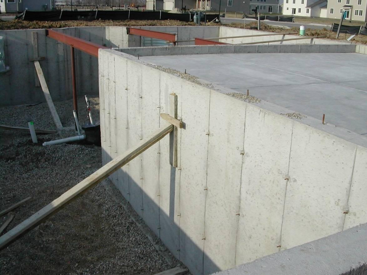 Poured concrete foundation quality tips america 39 s best for Poured concrete basement walls