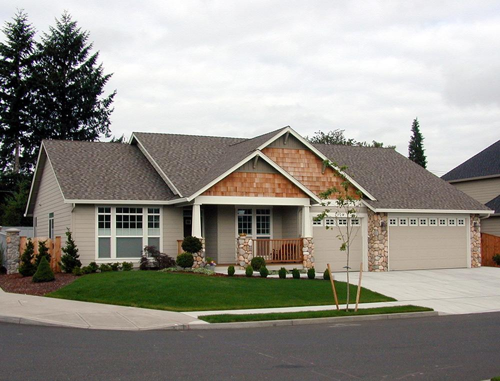 Craftsman plan 1 997 square feet 4 bedrooms 2 5 for Reverse ranch house plans