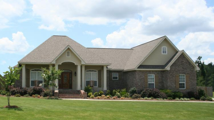 Traditional plan 1 900 square feet 3 bedrooms 2 5 for 1900 square foot house plans