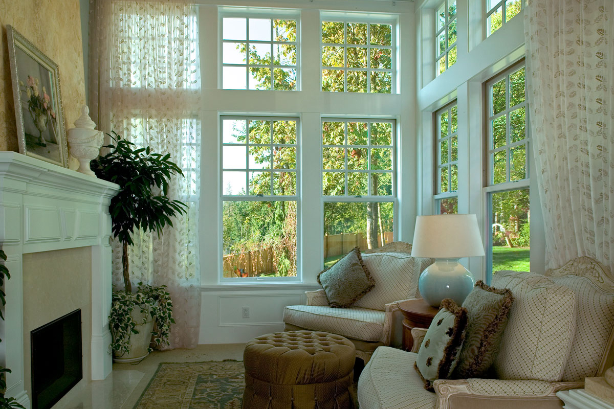 Craftsman plan 7 900 square feet 5 bedrooms 5 5 for Living room window designs