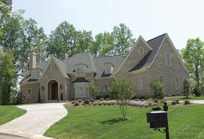 6 Bed, 6 Bath, 7238 Square Foot House Plan - #3323-00490