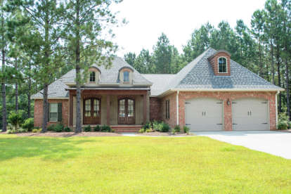 4 Bed, 2 Bath, 2480 Square Foot House Plan - #041-00105