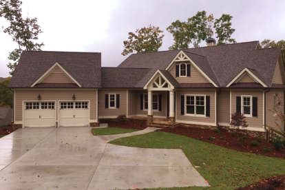 3 Bed, 2 Bath, 2651 Square Foot House Plan - #286-00061