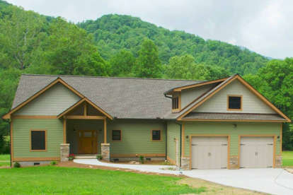 3 Bed, 2 Bath, 2600 Square Foot House Plan - #940-00005
