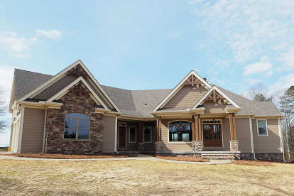 3 Bed, 2 Bath, 2818 Square Foot House Plan - #6082-00011