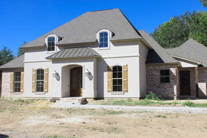 4 Bed, 3 Bath, 2367 Square Foot House Plan - #4534-00004