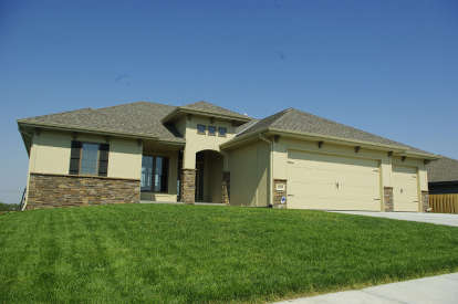 3 Bed, 2 Bath, 1893 Square Foot House Plan - #402-01526