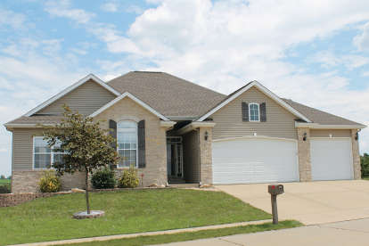 3 Bed, 2 Bath, 1763 Square Foot House Plan - #402-01532