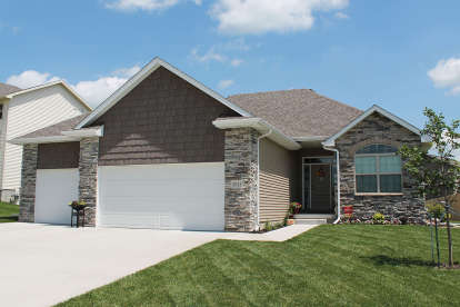 3 Bed, 2 Bath, 1642 Square Foot House Plan - #402-01424